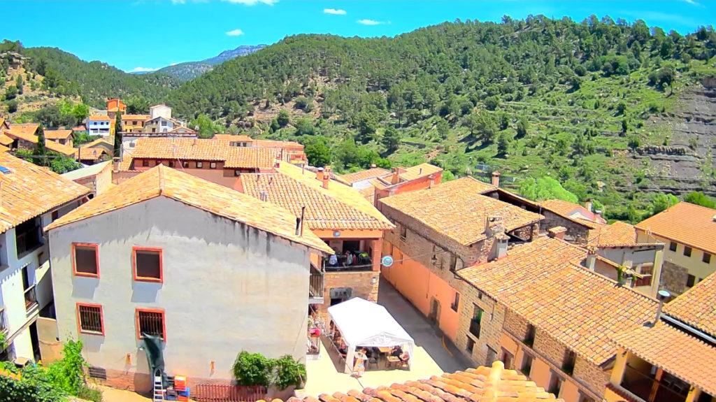 Vista de Cabra de Mora en Teruel, valle del Río Alcalá, La Nava y, al fondo, El Monegro, donde se ubican las pistas de esquí de Valdelinares
